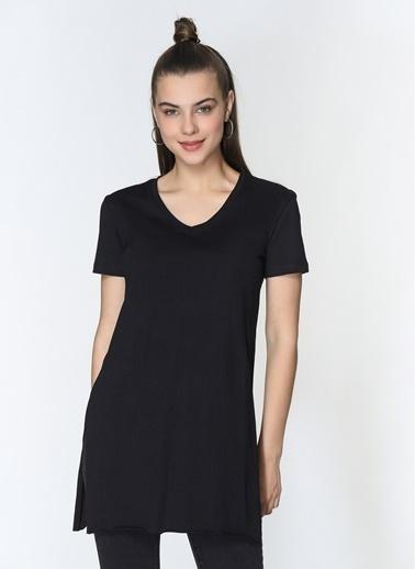Loves You V Yaka Yırtmaçlı Viskon Pamuk T-Shirt Siyah
